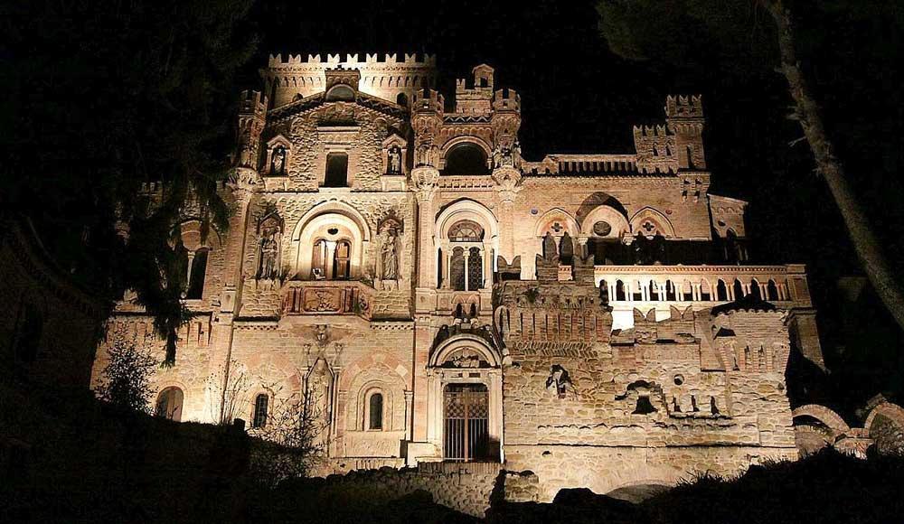 Замок делла Моника в Терамо - средневековые фантазии сентиментального художника