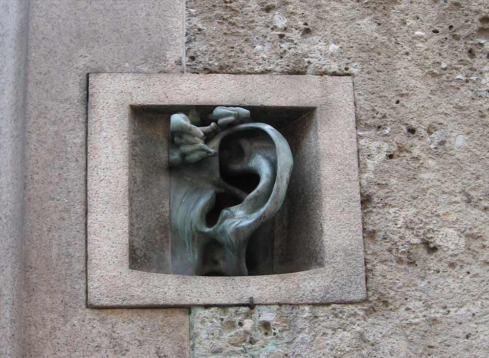 Дом с ухом в Милане