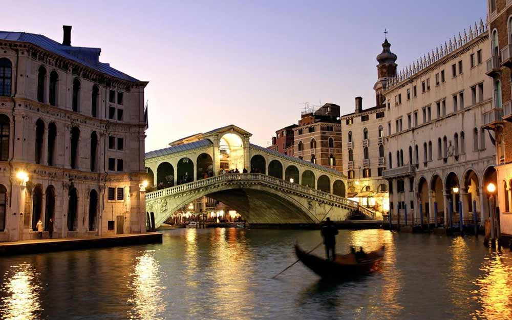 Мост Риальто вечерняя Венеция