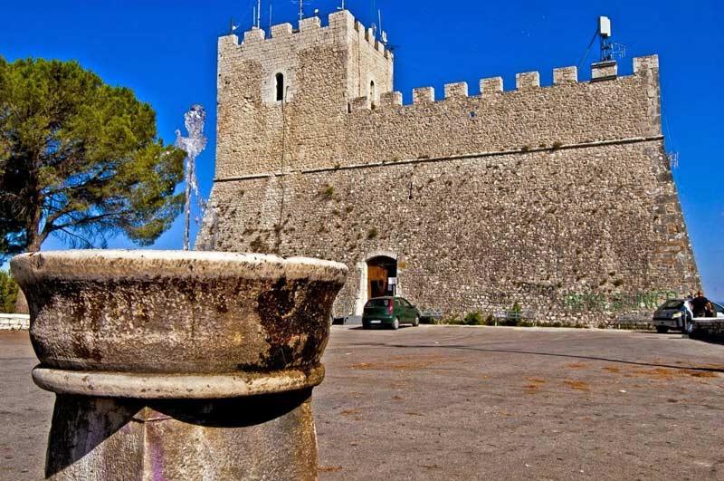 Замок Монфорте castello monforte молизе кампобассо