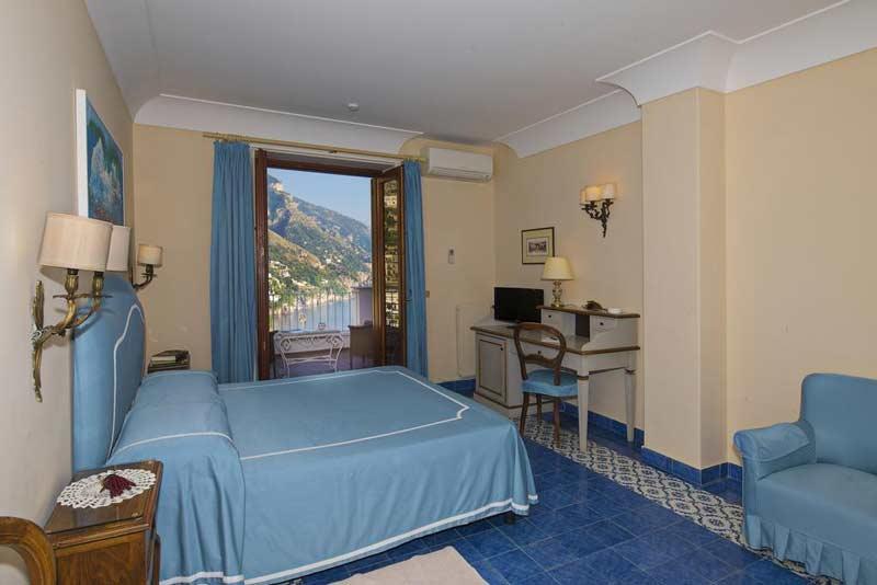 Интерьер отеля в Позитано