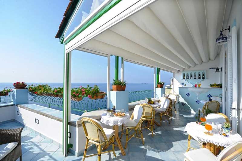 Открытая терраса в отеле Позитано
