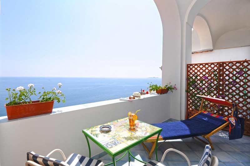 Позитано балкон отеля на амальфитанском побережье