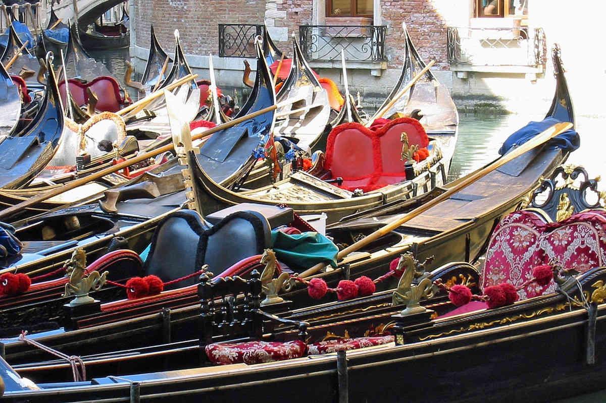 гондола в Венеции, венецианская гондола