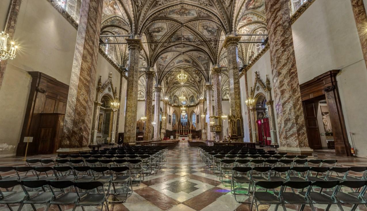 Интерьер собора Сан Лоренцо Перуджа