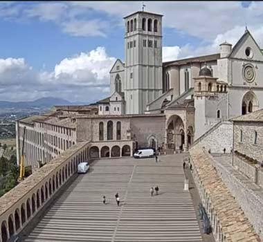 Базилика Сан Франческо в Ассизи: трансляция онлайн