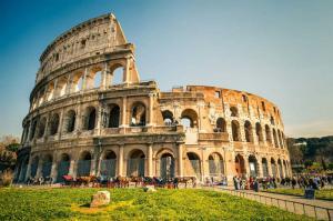 Колизей - главная достопримечательность Рима